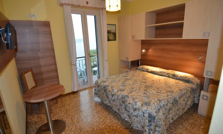 camera doppia hotel villa ruscello (3)