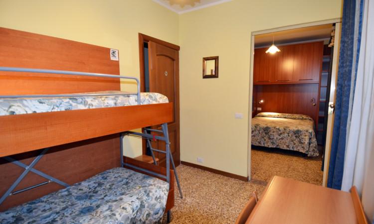 camera quadrupla hotel villa ruscello (4)